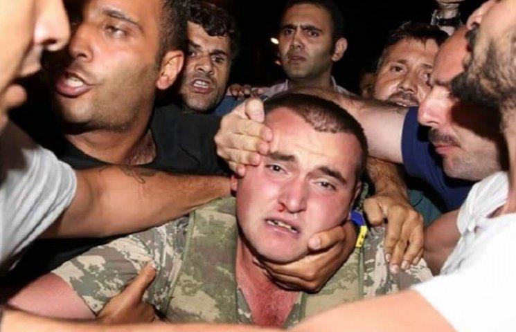 Во время переворота турки устроили массовые суды Линча