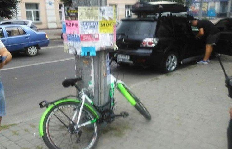 У Хмельницькому велосипедист потрапив у ДТП