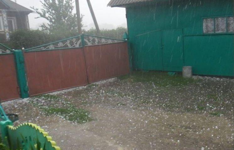 У Чемеровецькому районі град побив і дахи, і урожай