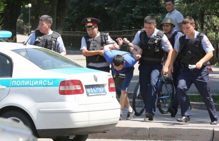 """Відео дня: Терористи у Казахстані і боротьба Медведєва з """"покемонами"""""""