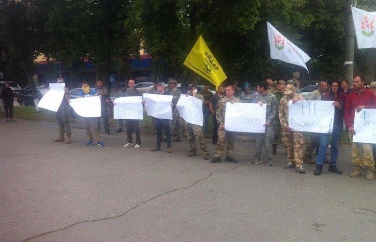 На Полтавщині розпочався мітинг під стінами начебто замінованою ОВК