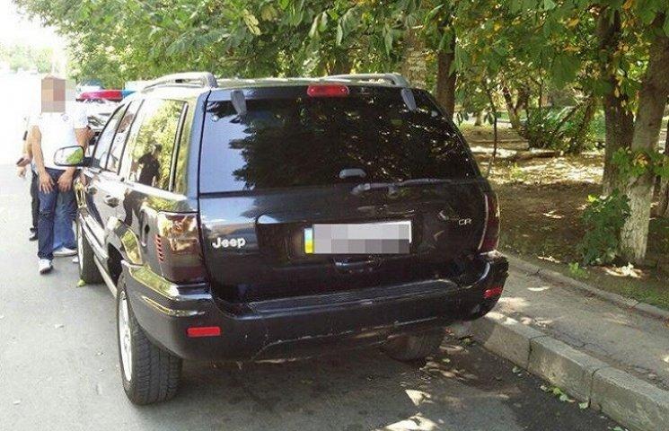 Хмельницькі патрульні виявили автівку з підробленими документами