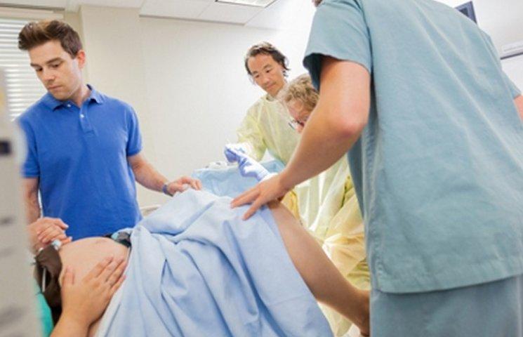 Медики пояснили, чому на Вінниччині помирають породілі та немовлята