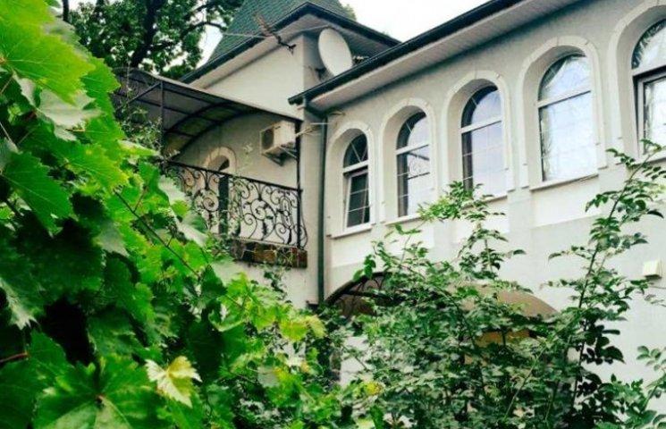 Олена Мозгова продає розкішний будинок під Києвом