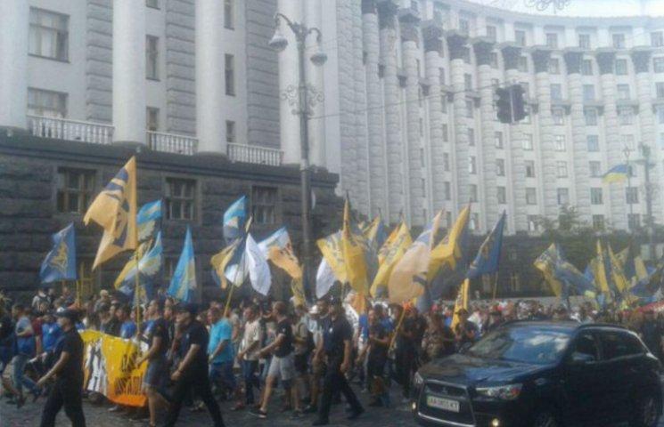 """""""Азов"""" і шахтарі під Кабміном вимагають зниження тарифів і виплати зарплат (ФОТО)"""