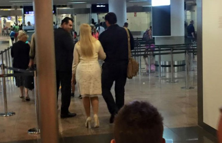 Тимошенко засікли в польоті з молодим чоловіком (ФОТО)