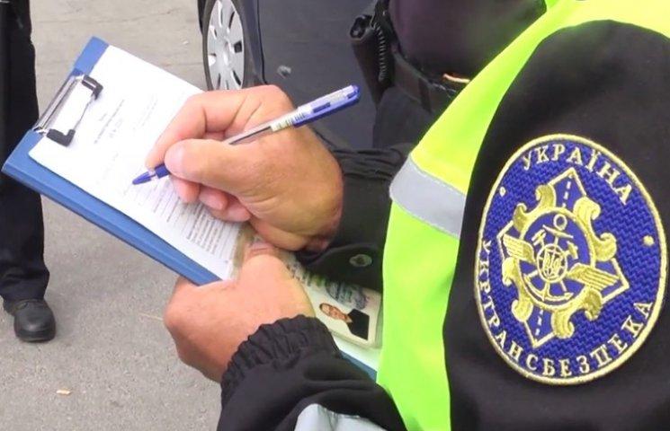 Дві третіх хмельницьких таксистів працюють нелегально