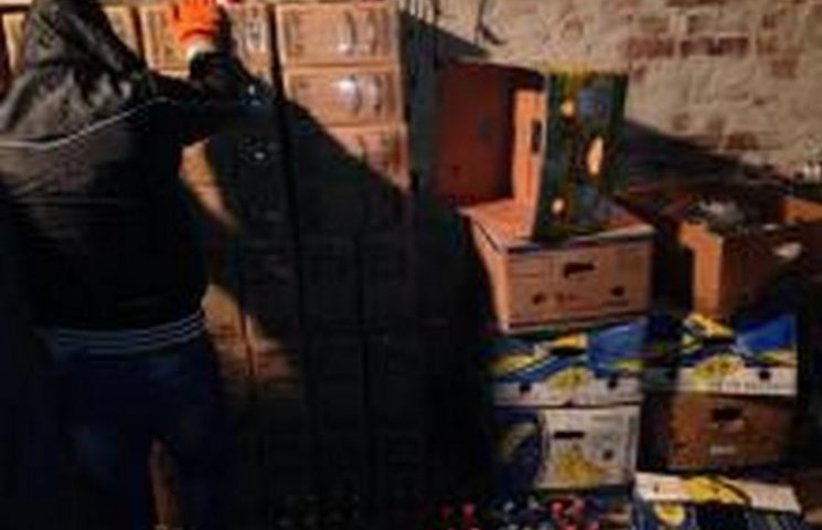 Хмельницькі податківці вилучили дві тисячі літрів фальсифікованого алкоголю