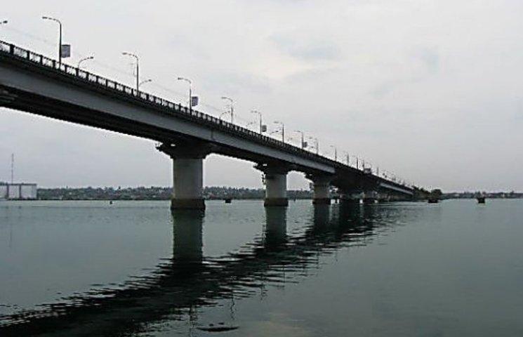 У Миколаєві стрибун з моста міг вкоротити собі віку
