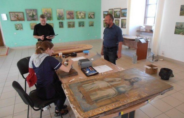 Старовинні ікони Меджибізької фортеці незабаром отримають нове життя