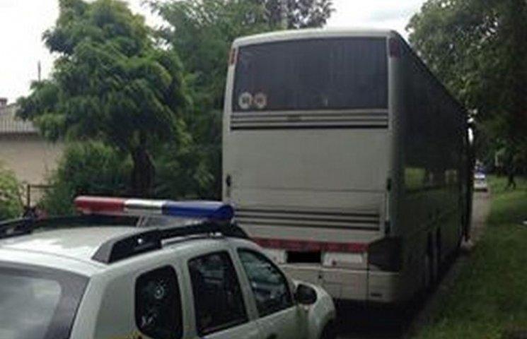 У Хмельницькому патрульні зупинили автобус без документів