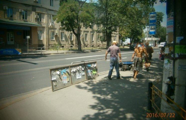 Мобільно: у Миколаєві за день прийняли рішення та демонтували 51 рекламу