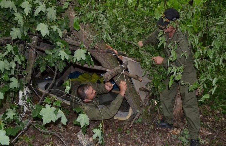 На Хмельниччині військових льотчиків вчили виживати в екстремальних умовах