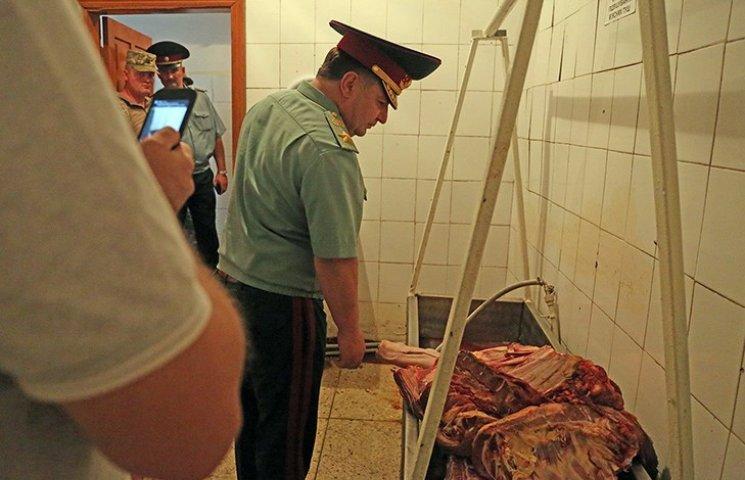 У Полторака призывают военных не бояться жаловаться на плохую еду в частях