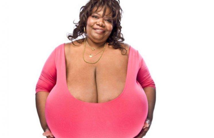 Американка на публічній демонстрації свого бюста заробила понад мільйон доларів