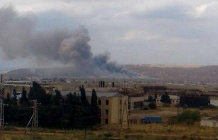 Очевидцы показали, как горит оружейный завод в Азербайджане (ВИДЕО)