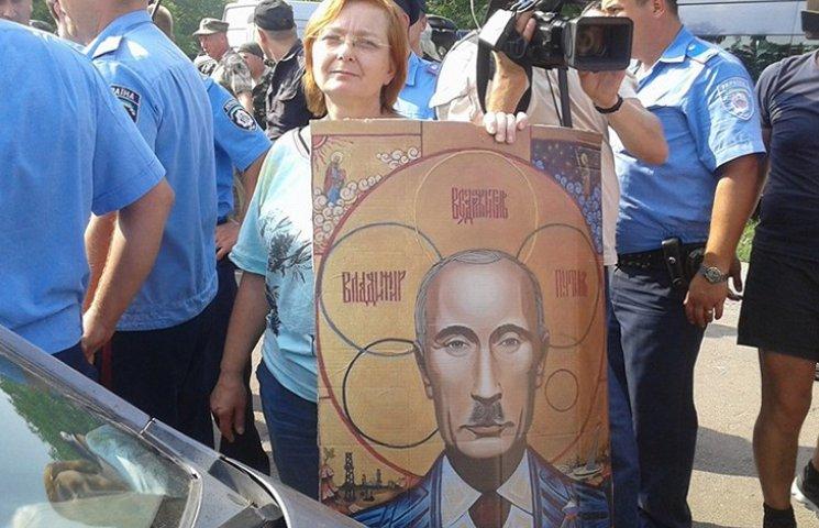 """Как """"гундяевцы"""" бесновались из-за иконы Путина с гитлеровскими усами"""