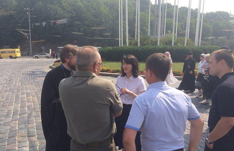 """Деканоидзе приехала лично проследить за """"поп-парадом"""""""