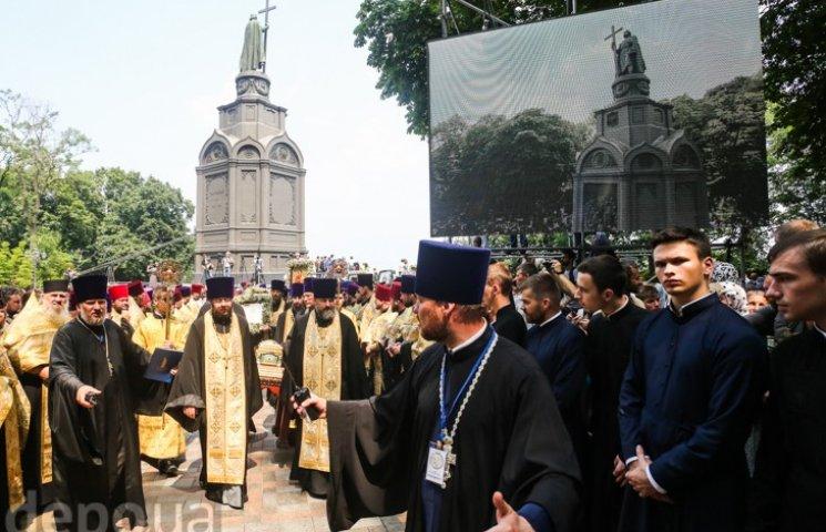 Видео дня: Поп-парад в Киеве и визит Луценко к судье Высшего хозсуда