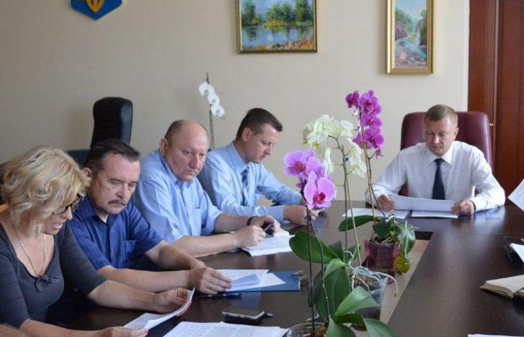 Вінницькі чиновники і депутати вирішили, хто красуватиметься на обласній Дошці пошани