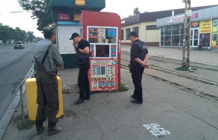 """У Миколаєві черговий """"будкар"""" замкнувся в """"залізній труні"""""""