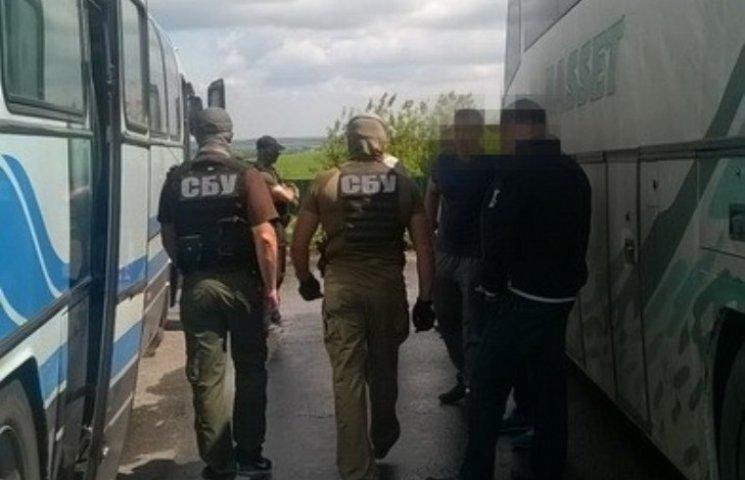 """У Миколаєві заарештували """"ділків"""", що возили бажаючих до Плотницького"""