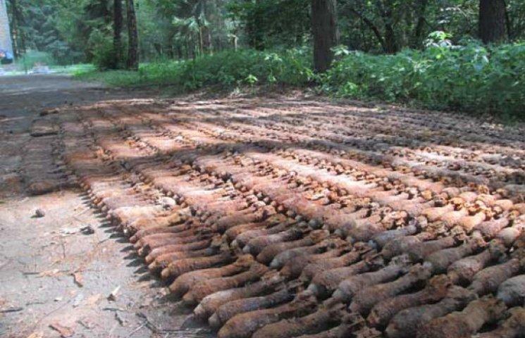 Майже 2 тисячі снарядів знайшли на Хмельниччині
