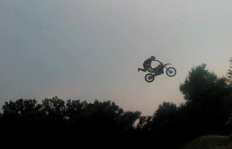 """В Тростянці з'явилися """"літаючі"""" мотоцикл…"""