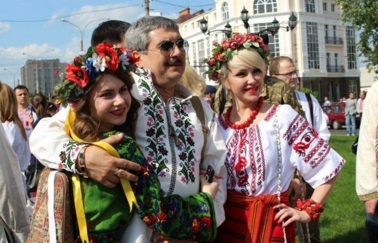 Миколаївці вийдуть на сьомий мегамарш вишиванок