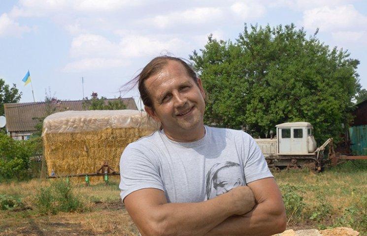 Кримський фермер уже третій рік не знімає прапор України з даху свого дому