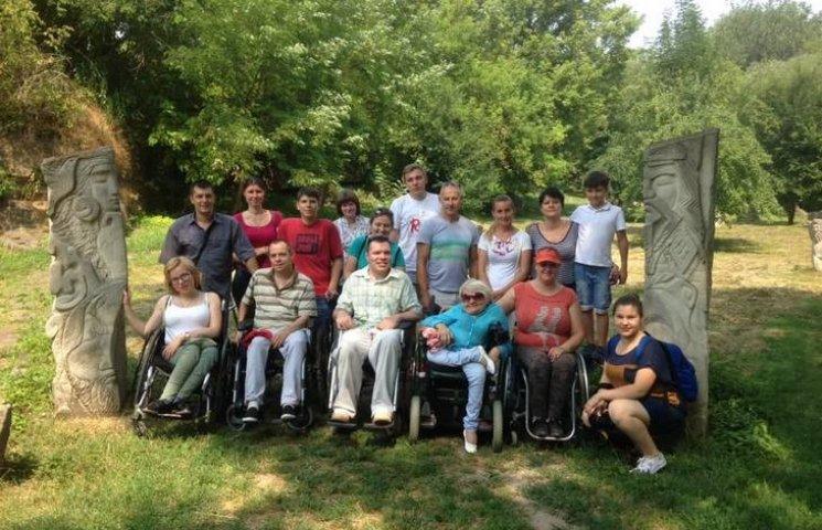 """Вінничани з інвалідністю будуть подорожувати і вести свій канал на """"Ютубі"""""""