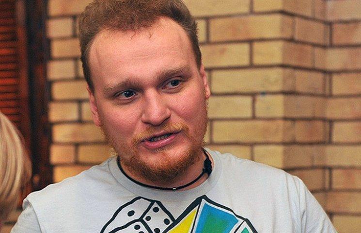Відомий російський ілюзіоніст проштрикнув собі живіт голкою