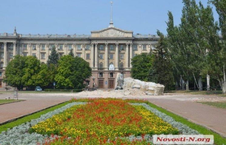 С главной площади Николаева убрали постамент Ленину