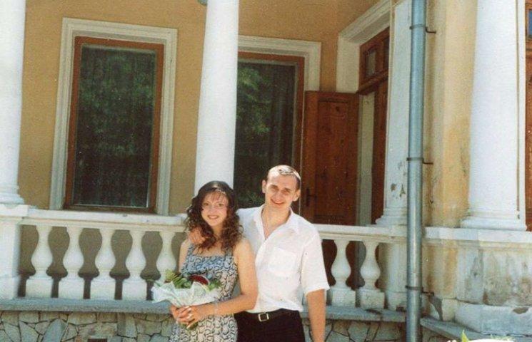 Дружина Сенцова розлучається з режисером через гроші