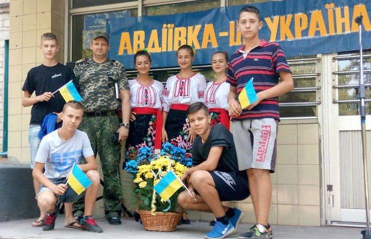 Як в Авдіївці з українськими прапорами святкували річницю свободи від сепаратистів