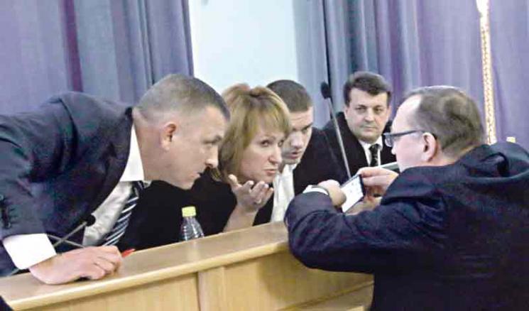 """Олійник і його """"мінус три заступники"""": Як у Вінницькій облраді міняли посади на послуги"""