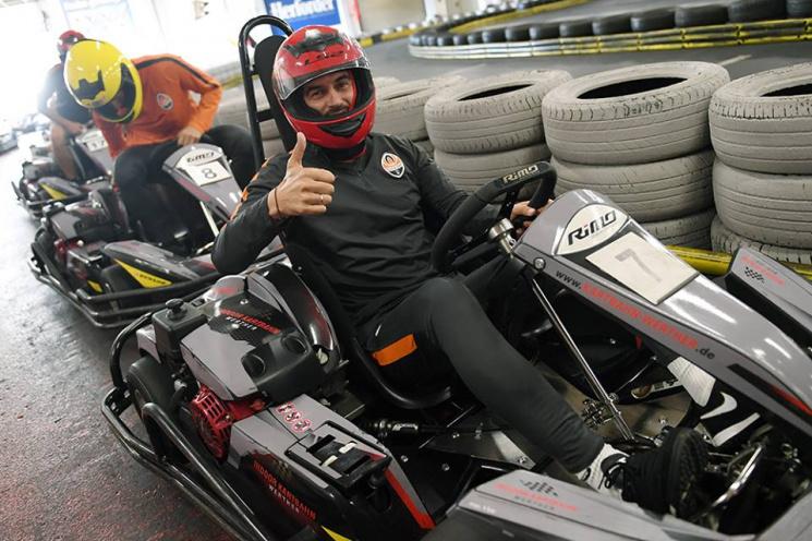 Футболисты Шахтера вместо тренировки приняли участие в автомобильных гонках