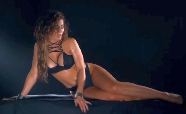 Седокова случайно показала голую грудь фото 485-878