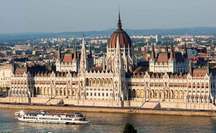 Як Угорщина через освіту створює на Закарпатті свій анклав