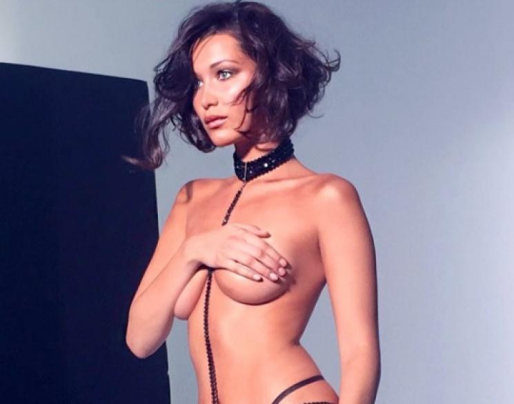 Відома модель показала груди на модному…