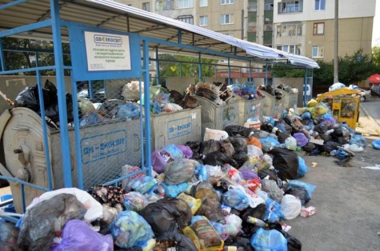 УЛьвові тривають роботи звивезення сміття