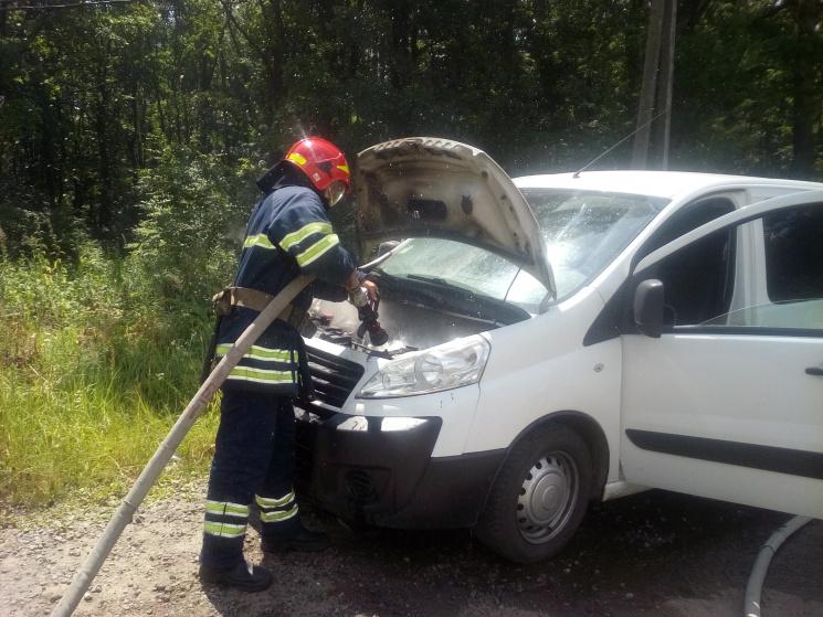 На Хмельниччині спалахнула автівка