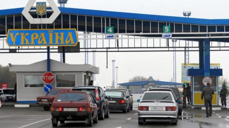 До Європи без віз і зайвих питань: 24 тисячі українців перетнули кордони на Закарпатті з біометричними паспортами