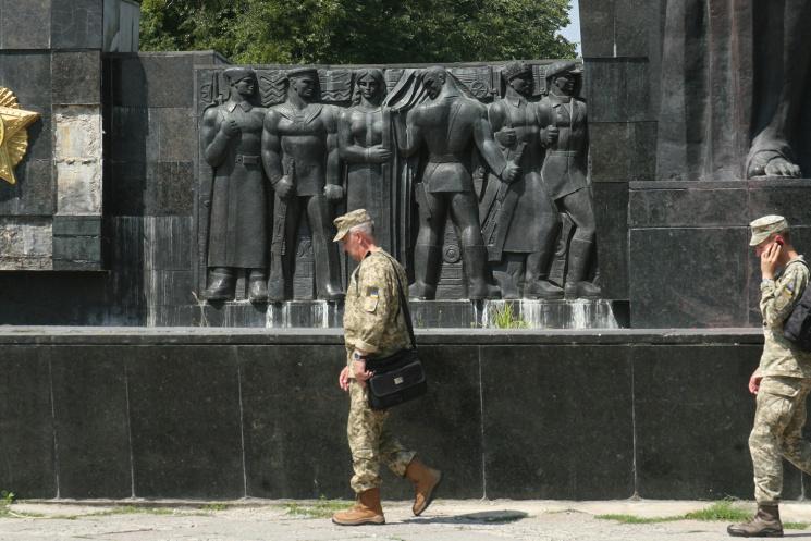 Демонтаж чи руїни: Що зроблять у Львові з монументом радянському солдату