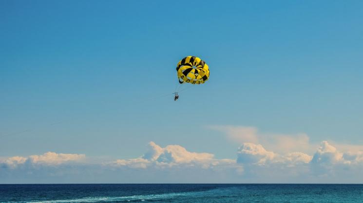 На Кубані туристи зірвалися з парашуту