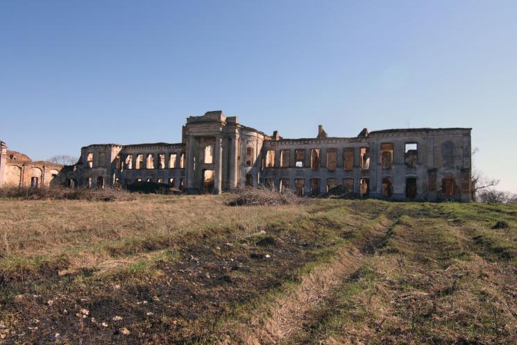 На Хмельниччині руйнується палац польських королів, де бували імператорські особи