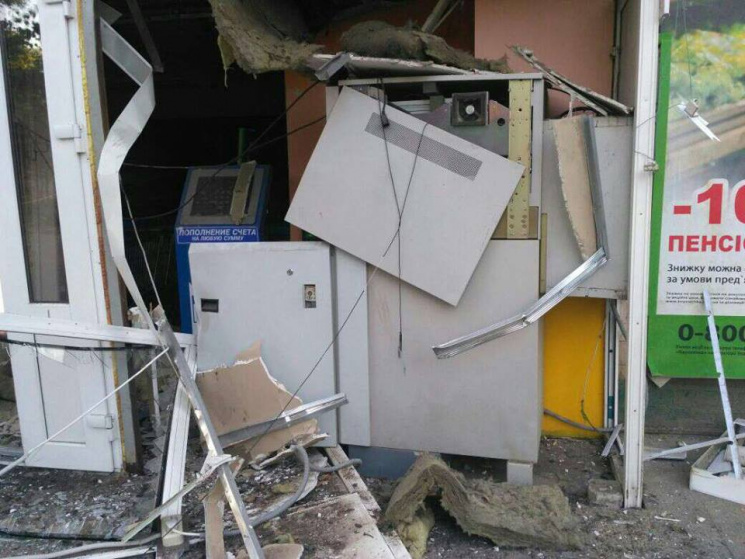 Под Харьковом неизвестные взорвали банкомат Приватбанка иукрали деньги