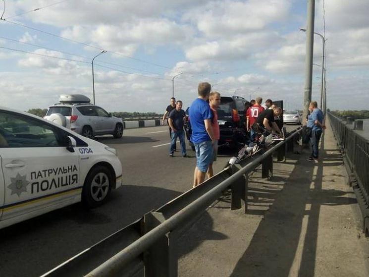 ВДнепре шофёр Лексус открыл стрельбу поавто сбеременной дамой