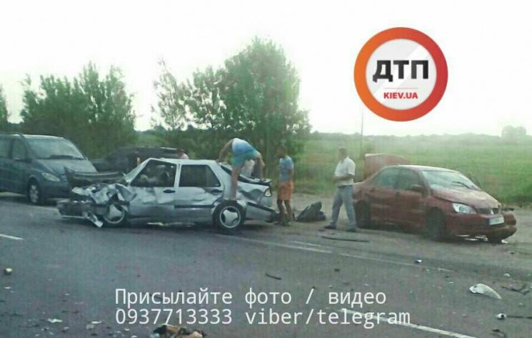 НаКиївщині сталась моторошна ДТП заучастю іноземців, постраждало дев'ять осіб
