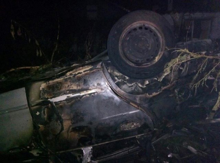 На Херсонщині перекинувся і згорів легковик: є загибла та травмовані
